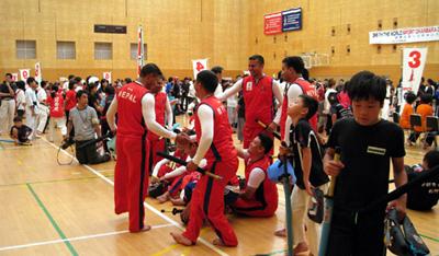 勝利を讃え合う、ネパールの選手たち